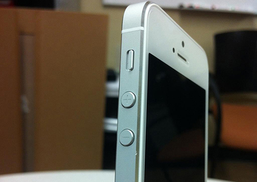 White iPhone 5 scuff
